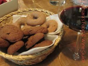 passito and cookies at Antonelli winery